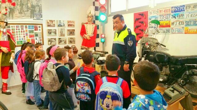 Los alumnos del centro escolar de Lébor visitaron las instalaciones de la Policía Local de Totana y su Museo, Foto 1