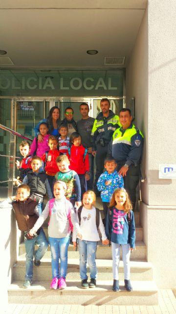Los alumnos del centro escolar de Lébor visitaron las instalaciones de la Policía Local de Totana y su Museo, Foto 2