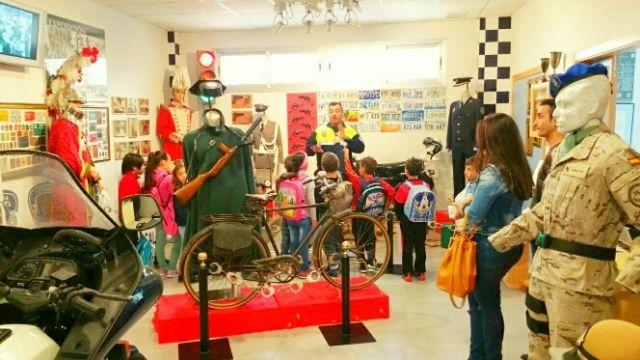 Los alumnos del centro escolar de Lébor visitaron las instalaciones de la Policía Local de Totana y su Museo, Foto 3
