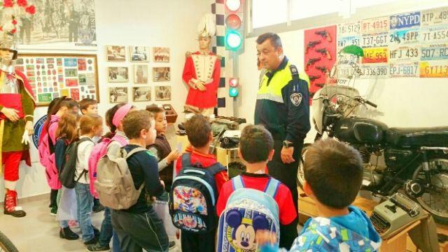 Los alumnos del centro escolar de Lébor visitaron las instalaciones de la Policía Local de Totana y su Museo, Foto 4