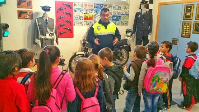 Los alumnos del centro escolar de Lébor visitaron las instalaciones de la Policía Local de Totana y su Museo, Foto 5