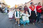 La ofrenda floral congrega a numerosos vecinos que muestran su devoción a la Purísima