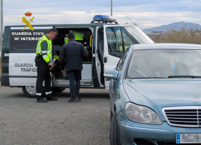 La Guardia Civil detiene a un conductor que circulaba a 215 Km./h