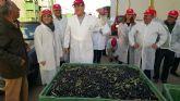 Visita de la consejera de Agua, Agricultura y Medio Ambiente, Adela Martínez Cachá a la cooperativa COATO