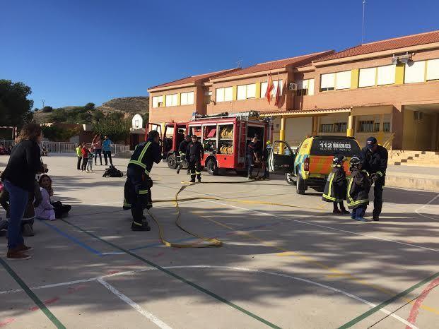 Protección Civil ofrece unas sesiones teóricas sobre primeros auxilios ante accidentes domésticos a los alumnos de los colegios San José y La Cruz, Foto 1