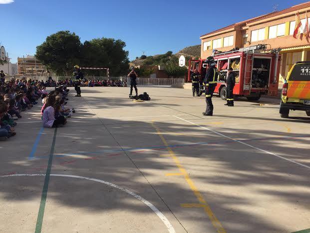 Protección Civil ofrece unas sesiones teóricas sobre primeros auxilios ante accidentes domésticos a los alumnos de los colegios San José y La Cruz, Foto 4