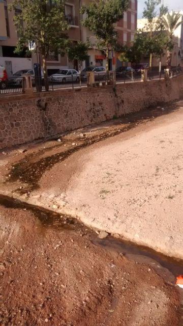 El PP denuncia el vertido de aguas residuales sin control al cauce de la rambla de La Santa durante varias semanas, Foto 2