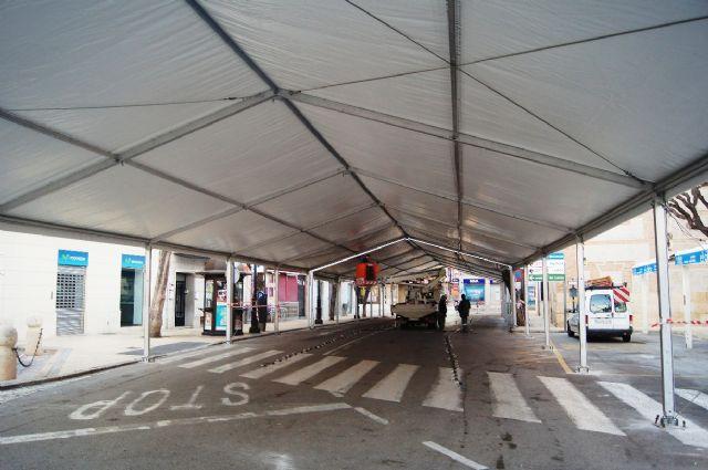 La Feria de Día, instalada este año en el lateral de la iglesia de Santiago, se inaugura mañana a partir del mediodía, Foto 1
