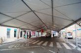 La Feria de Día, instalada este año en el lateral de la iglesia de Santiago, se inaugura mañana a partir del mediodía