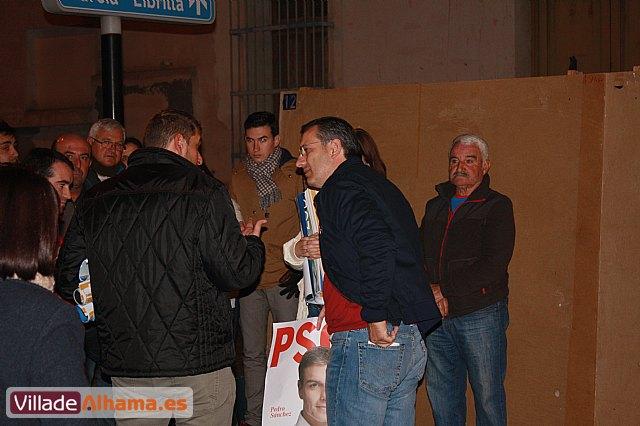 Comienza la campaña electoral con la tradicional pegada de carteles - 4