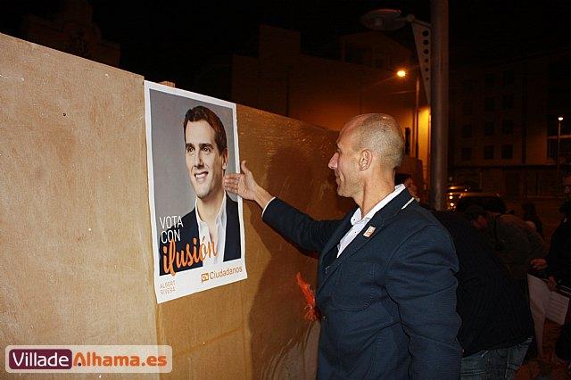 Comienza la campaña electoral con la tradicional pegada de carteles - 8