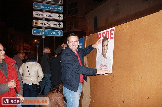 Comienza la campaña electoral con la tradicional pegada de carteles - 12