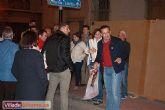 Comienza la campaña electoral con la tradicional pegada de carteles - Foto 5