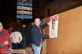 Comienza la campaña electoral con la tradicional pegada de carteles - Foto 12