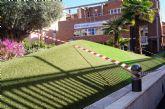 Realizan trabajos de mantenimiento en los parterres, zonas verdes dañadas y en la fuente de la plaza de la Balsa Vieja