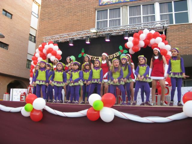Dozens of children leave their letters to Santa Claus visit Totana in a great party atmosphere and excitement in the Plaza de la Balsa Vieja - 4