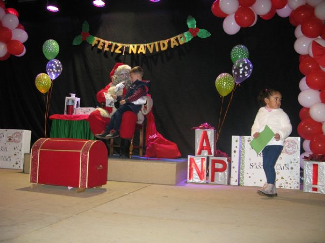 Dozens of children leave their letters to Santa Claus visit Totana in a great party atmosphere and excitement in the Plaza de la Balsa Vieja - 5