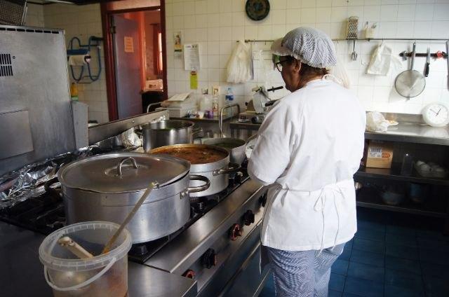 Se prorroga el contrato de servicio de comedor-catering en los Centros Municipales de Día de Personas Mayores y con Discapacidad de Totana, Foto 1