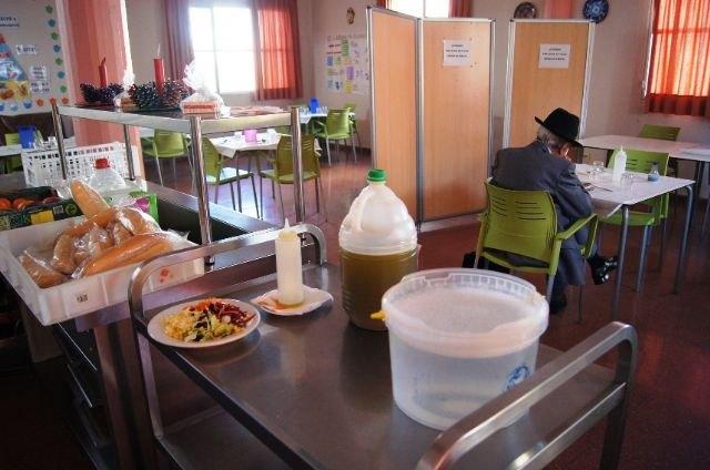 Se prorroga el contrato de servicio de comedor-catering en los Centros Municipales de Día de Personas Mayores y con Discapacidad de Totana, Foto 2