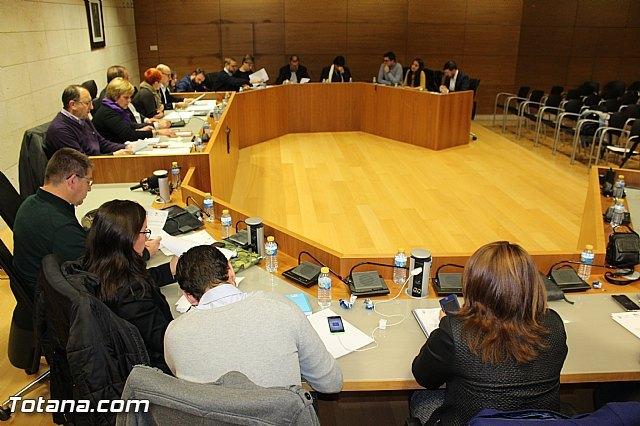 El Pleno aprueba de forma inicial el texto de la Ordenanza Municipal sobre la implantación de actividades en el municipio de Totana, Foto 1