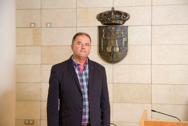 El alcalde felicita al Nazareno de Honor y Pregonero de la Semana Santa del 2016, Foto 1