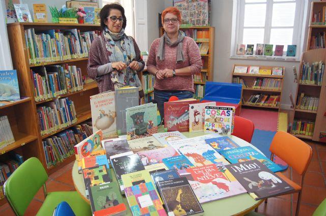 La biblioteca pública Mateo García recibe un lote de 151 nuevos libros, Foto 1