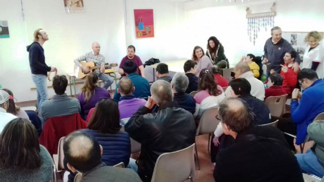 """Members of the musical group """"La Calle del Silencio"""" visit the Day Centers for Disability of the City Council, Foto 5"""