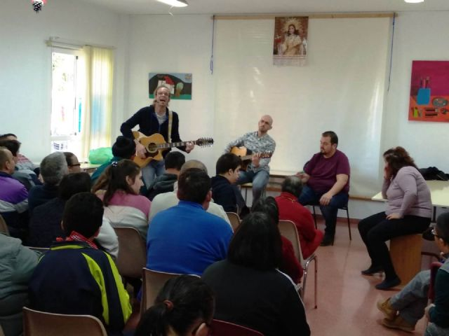 """Members of the musical group """"La Calle del Silencio"""" visit the Day Centers for Disability of the City Council, Foto 7"""
