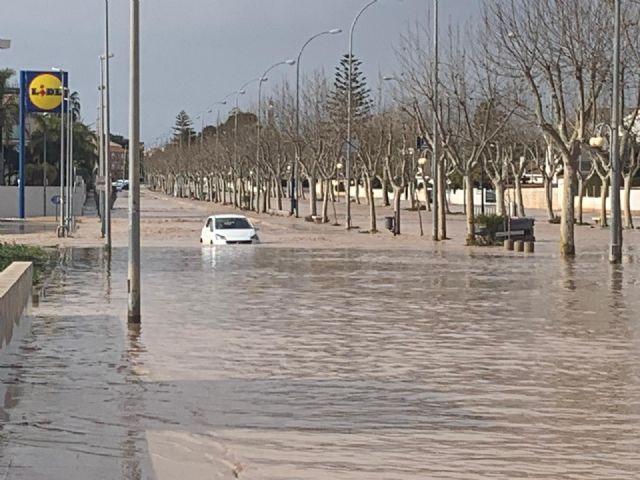 Las ramblas agravan la situación creada por los efectos del temporal de lluvia, que superó las previsiones oficiales en San Javier - 1, Foto 1