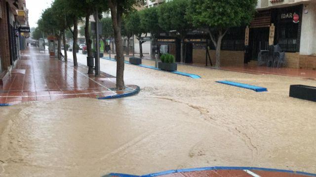 Las ramblas agravan la situación creada por los efectos del temporal de lluvia, que superó las previsiones oficiales en San Javier - 2, Foto 2