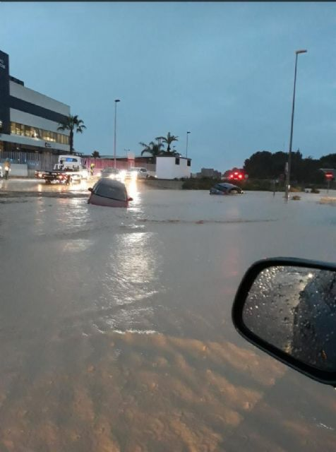Las ramblas agravan la situación creada por los efectos del temporal de lluvia, que superó las previsiones oficiales en San Javier - 3, Foto 3