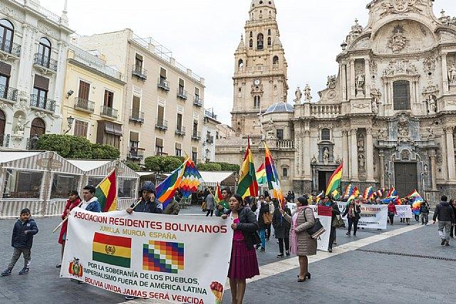 Manifestación y concentración en el consulado de Bolivia en Murcia