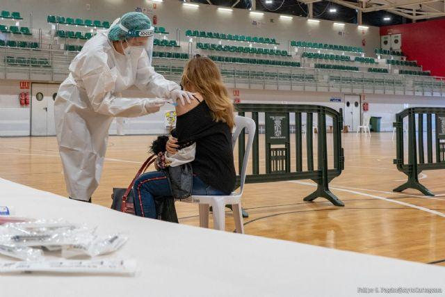 El pabellón Cabezo Beaza acoge la vacunación de 500 sanitarios - 1, Foto 1