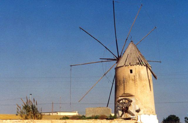 El Ayuntamiento, UPCT y CARM trabajaran juntos para recuperar los molinos de viento - 1, Foto 1