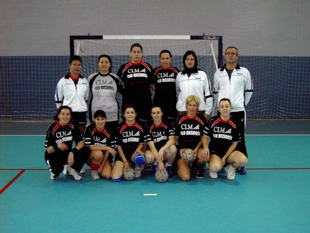 La asociación femenina de balonmano Villa de Mazarrón donará sus fondos a asociaciones del municipio, Foto 1