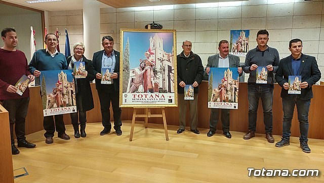 The informative triptych is presented with the program of the activities of Lent and Holy Week 2018