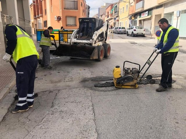 They undertake repair work of the firm in numerous streets of the town center, Foto 2