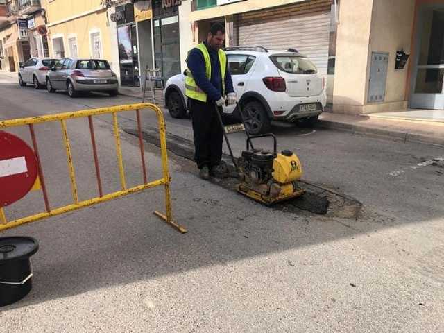 They undertake repair work of the firm in numerous streets of the town center, Foto 3