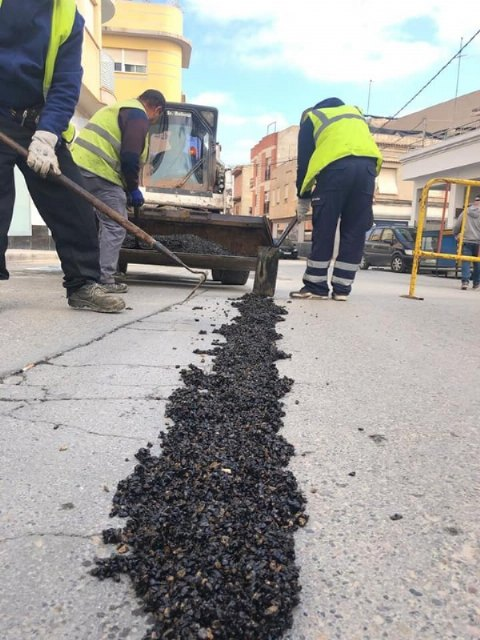 They undertake repair work of the firm in numerous streets of the town center, Foto 4