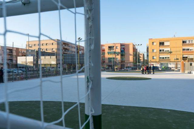 Los vecinos de la Barriada de San Ginés ya cuentan con una remodelada pista polideportiva - 1, Foto 1