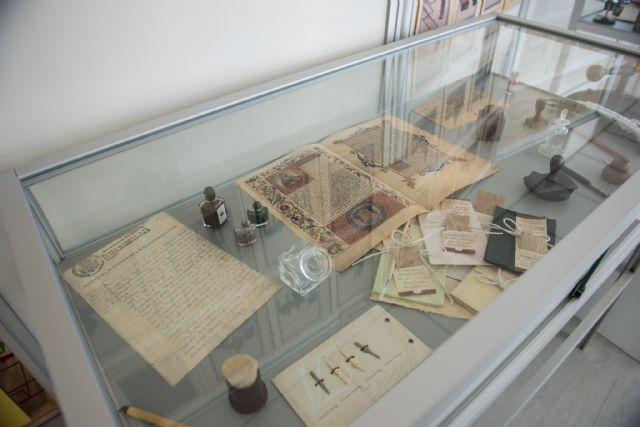 La biblioteca de Puerto de Mazarrón muestra una exposición que recopila la historia de la escritura, Foto 3