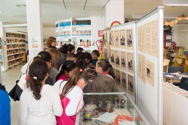 La biblioteca de Puerto de Mazarrón muestra una exposición que recopila la historia de la escritura, Foto 5