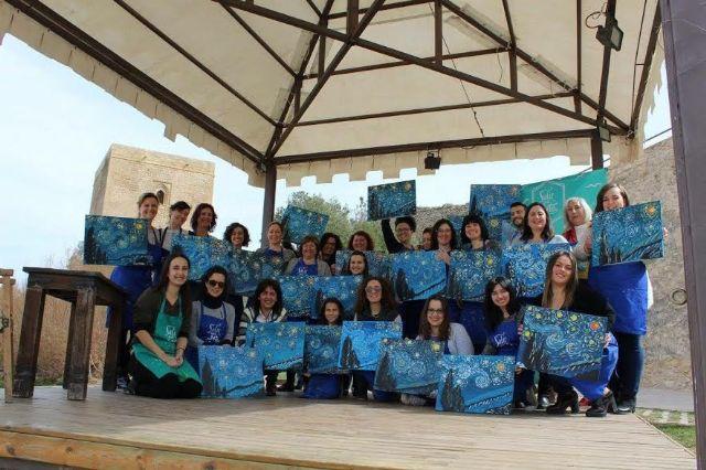 Lorca Taller del Tiempo organiza para el domingo la actividad Salir con arte en el Castillo de Lorca en que se pintará la obra La chica del paraguas de Afremov - 1, Foto 1