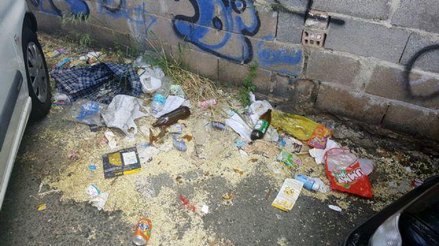 Cs exige al Gobierno local una limpieza urgente del parking disuasorio del Malecón - 3, Foto 3