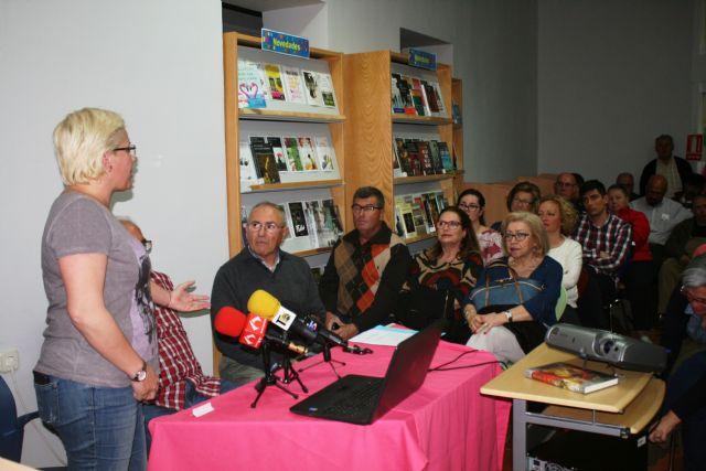 Floren Dimas y Alfonso Cayuela, investigadores de la memoria histórica, disertan en una charla sobre la represión política y las cárceles de Totana tras la Guerra Civil, Foto 2