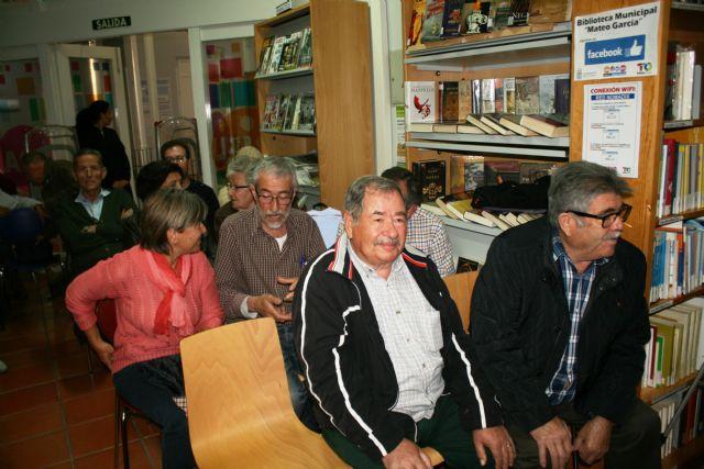 Floren Dimas y Alfonso Cayuela, investigadores de la memoria histórica, disertan en una charla sobre la represión política y las cárceles de Totana tras la Guerra Civil, Foto 4