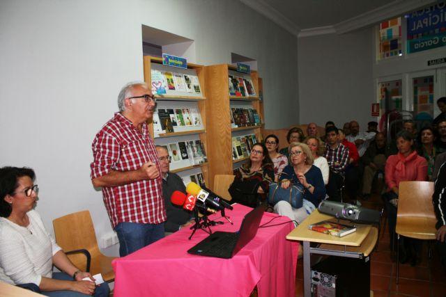 Floren Dimas y Alfonso Cayuela, investigadores de la memoria histórica, disertan en una charla sobre la represión política y las cárceles de Totana tras la Guerra Civil, Foto 7