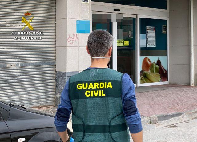 La Guardia Civil detiene a una vecina de Cieza por desórdenes públicos después de informar del contagio por COVID-19 de una empleada de supermercado - 1, Foto 1