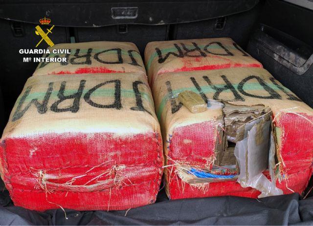 La Guardia Civil intercepta in itinere el transporte de 135 kilos de hachís - 3, Foto 3