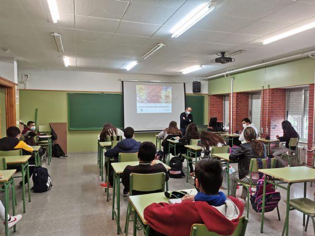 Alumnos de 2° ESO reciben formación en prevención de consumo de alcohol, drogas y ludopatía gracias a un taller organizado por el Ayuntamiento de Puerto Lumbreras - 2, Foto 2